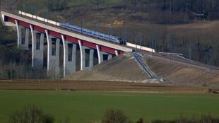 Une vue de la ligne à grande vitesse de l'Est européen.