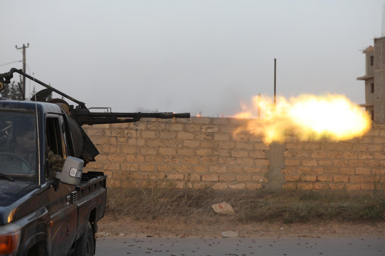 Các lực lượng thân chính phủ nổ súng tại Ain Zara, đông nam Tripoli ngày 20/04/2019.