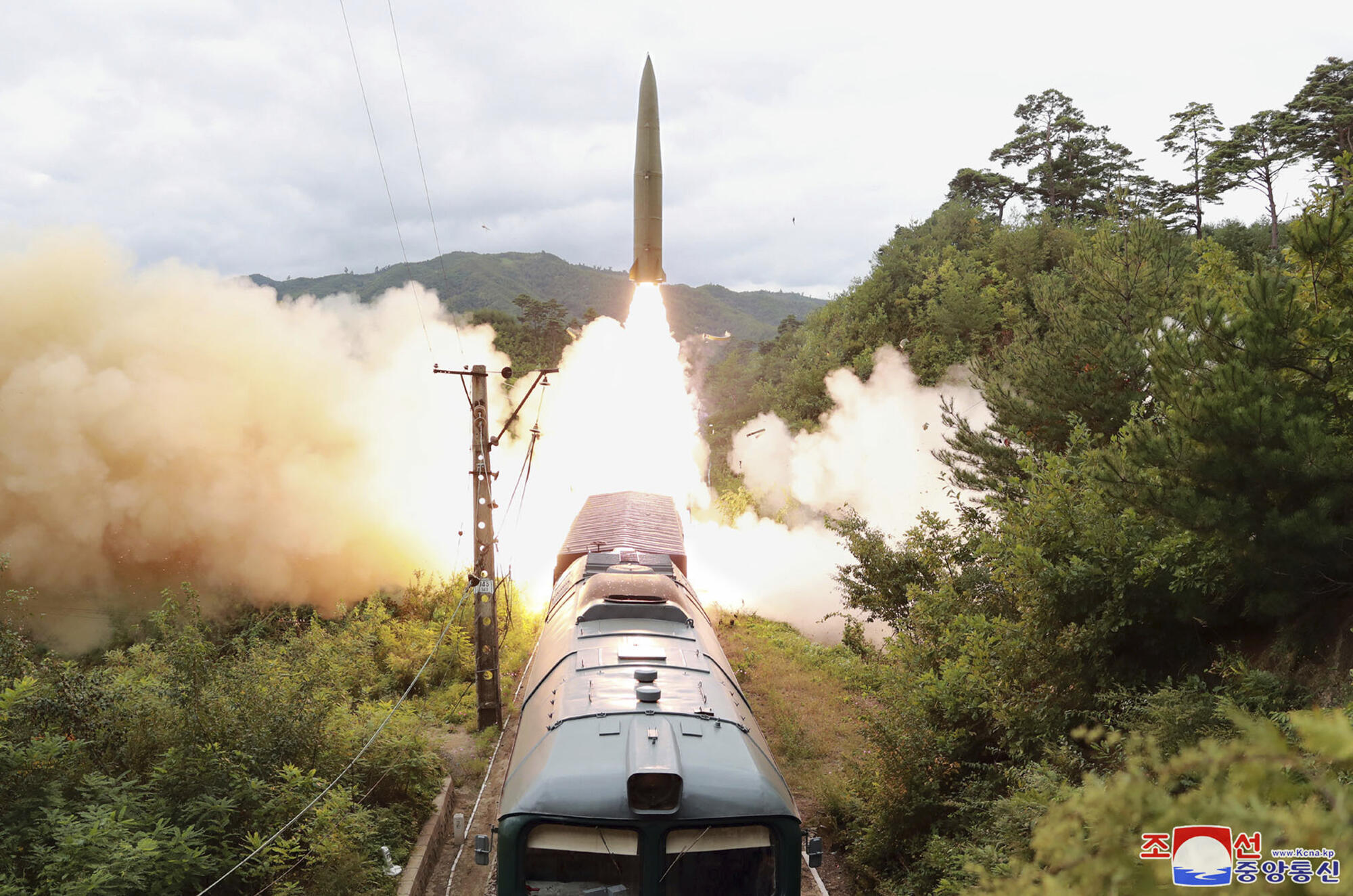 Corée du Nord - Test missiles - Train  AP21258809700850