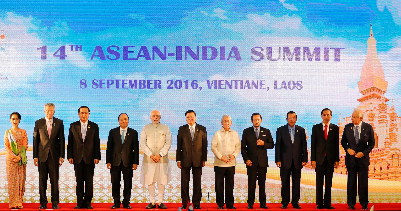 Thủ tướng Ấn Độ Narendra Modi (người thứ 5 từ trái sang) tại thượng đỉnh Ấn Độ-ASEAN lần thứ 14 tại Vientiane (Lào), ngày 08/09/2016. Ảnh minh họa.