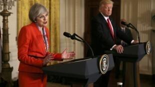 Presidente dos Estados  Unidos Donald Trump  e  Primeira-Ministra  do Reino  Unido Theresa May  em conferência de imprensa.Washington. 27 de Janeiro de 2017.