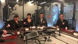 Da esq. para a direita, Gianni Carta, Maria Emilia Alencar, Elcio Ramalho e Alfredo Valladão, em debate no estúdio da RFI Brasil