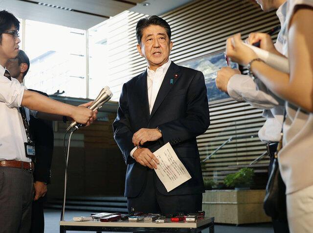日本首相安倍晉三據朝鮮發射穿越日本上空導彈講話,2017年8月29