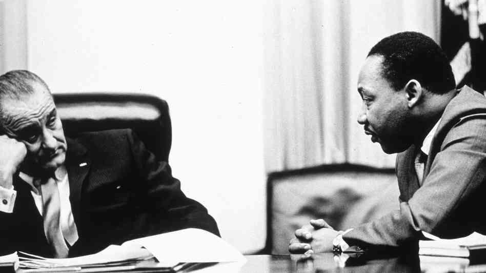 Lyndon Johnson et Martin Luther King.