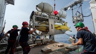 Запуск дрона AsterX во время второй фазы поисков затонувшей в 1968 году подлодки LaMinerve