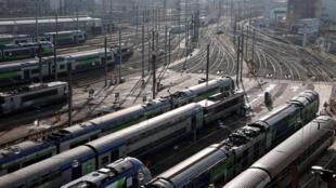 Un estacionamiento de trenes de la compañía francesa SNCF situado en Seine-Saint-Denis, en la periferia norte de París, el 5 de febrero de 2021