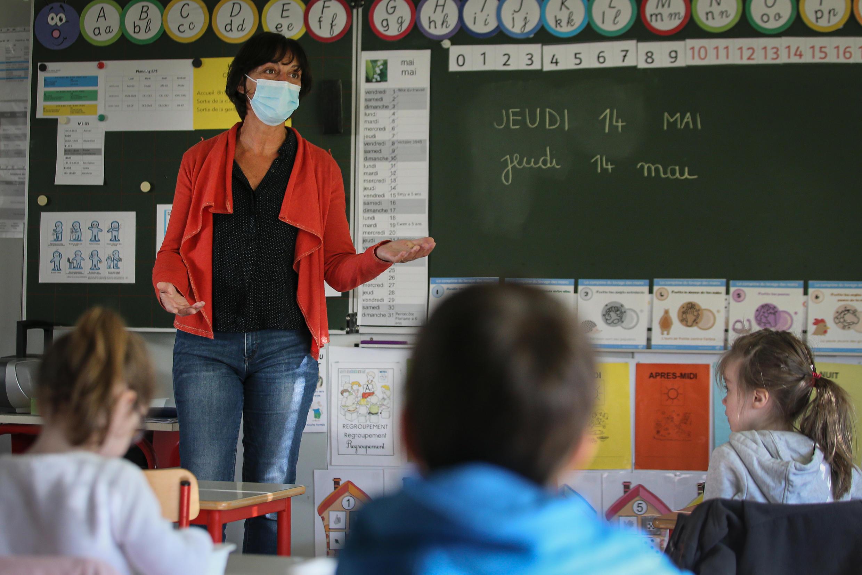 As aulas na França voltaram de maneira progressiva em maio, com rodízio de alunos, distância e máscaras para os maiores de 11 anos.