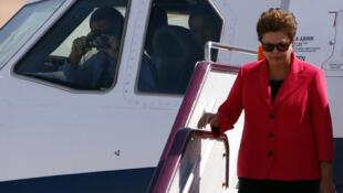 La presidente brasileña Dilma Rousseff a su llegada a Pekín: una visita de seis días al gigante asiático que, en menos de una década, se ha convertido en el primer socio comercial y segundo inversionista de Brasil.
