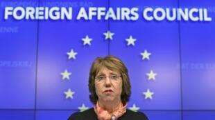Catherine Ashton, la chef  de la diplomatie européenne lors d'une conférence après une réunion d'urgence des ministres des Affaires étrangères de l'UE sur la situation en Ukraine.