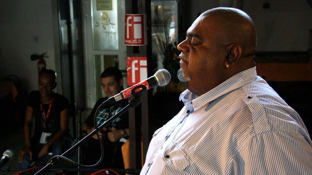 Tiloun en live RFI Sakifo 2011.