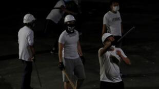 Des hommes en blanc ont attaqués des manifestants pro-démocratie après la manifestation du dimanche 22 juillet 2019 près de Hong Kong.