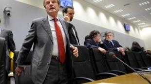 O ministro francês das Relações Exteriores, Bernard Kouchner, na reunião sobre o Irã em Luxemburgo.