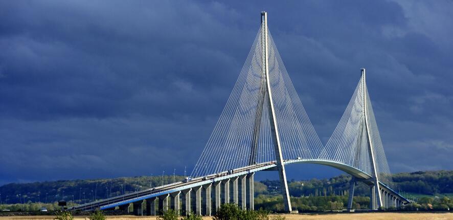 Bouygues Construction網站的諾曼底大橋圖片
