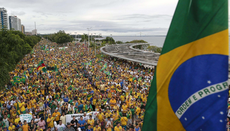 تظاهرات یکشنبه ١٣ مارس برای برکناری  دیلما روسف رئیس جمهوری برزیل