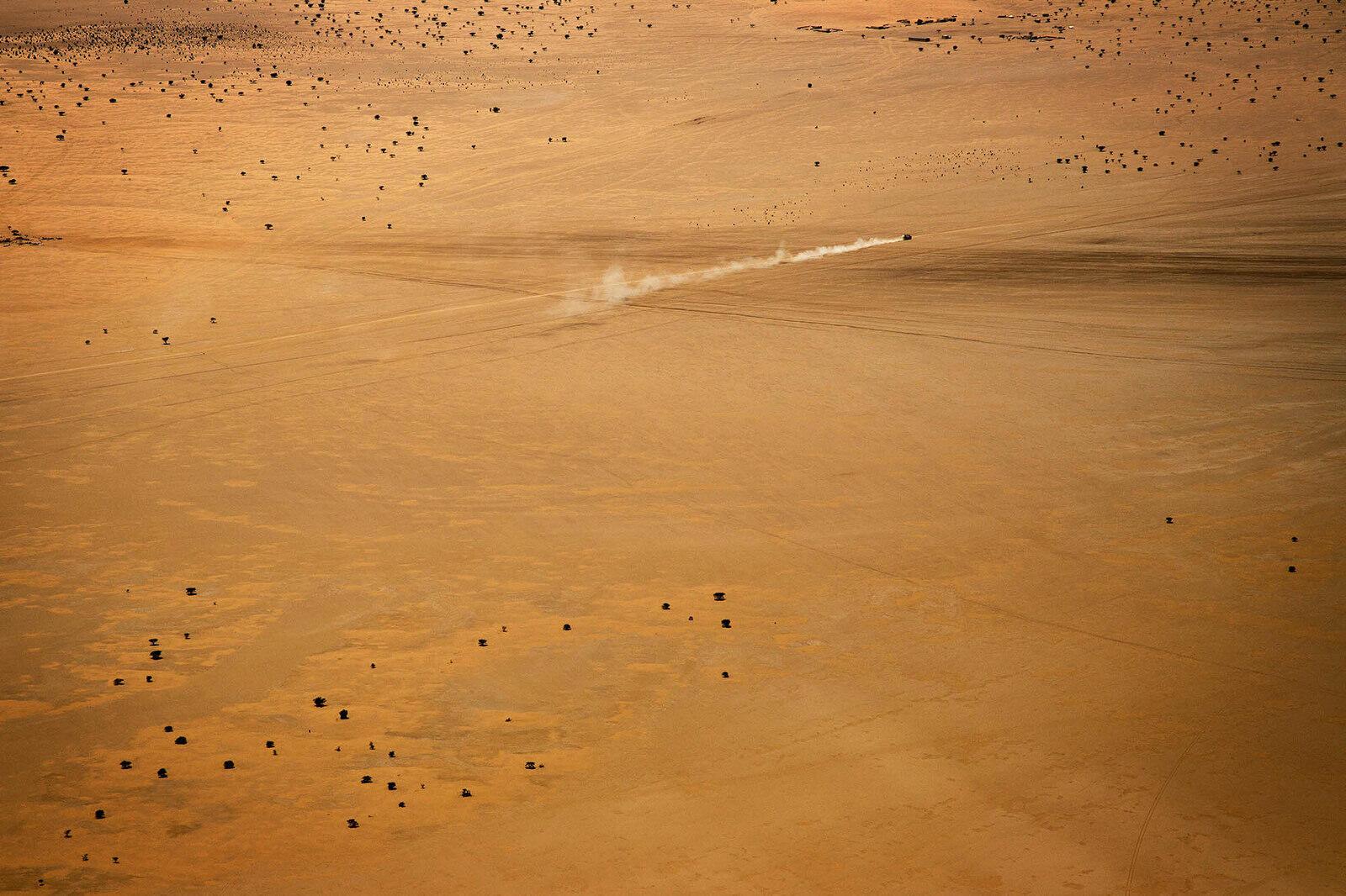 Voiture sur la piste de Kidal