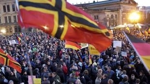 Một cuộc xuống đường của phong trào Pegida huy động  từ 7500 đến 9000  tại Dresden  ngày 12/10/2015.