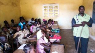 Dans une salle de classe d'une école de Kankan utilisant l'alphabet n'ko