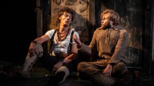 法蘭西喜劇院上演的《 鹿和狗 》,導演Marcel Aymé,Elliot Jénicot和Stéphane Varupenne主演。