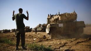 KIfaru cha jeshi la Israeli kikipiga doria karibu na mapaka wa Gaza.