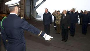 Le ministre de la Défense monte à bord du porte-avions «Charles-de-Gaulle».