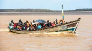 Pessoas resgatadas de Buzi em busca de refúgio na Beira. 24 de Março.