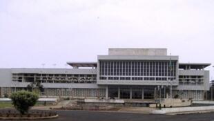 Assembleia nacional em S. Tomé e Prínc¡pe com 2 dos deputados do MLSTP indiciados por corrupção