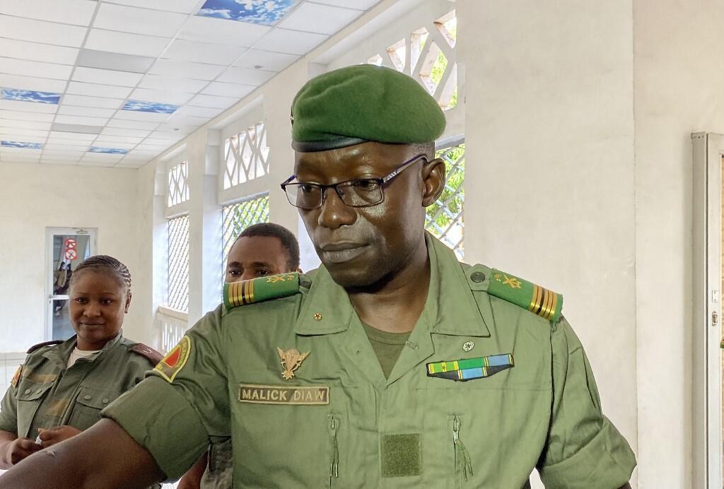 Kanali Malick Diaw, makamu wa rais wa CNSP, anawasili katika makao makuu ya wizara ya ulinzi ya Mali kwa mkutano na vyama vya walio wengi Agosti 20, 2020.