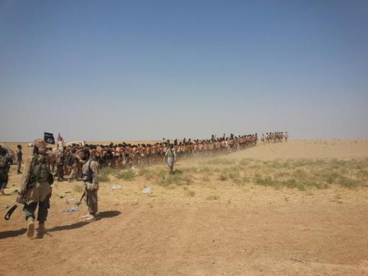 Các tù binh Syria bị quân Nhà nước Hồi giáo đưa đi hành quyết trong sa mạc. Ảnh chup từ video.