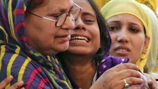 La famille de Mohammed Akhlaq. L'homme, âgé de 50 ans, a été traîné hors de sa maison et battu à mort par une centaine de personnes qui l'ont accusé d'avoir mangé du boeuf.