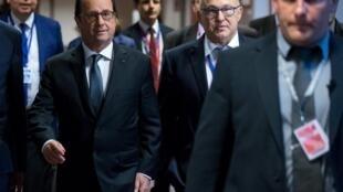 François Hollande et Michel Sapin à Bruxelles le 13 juillet 2015.