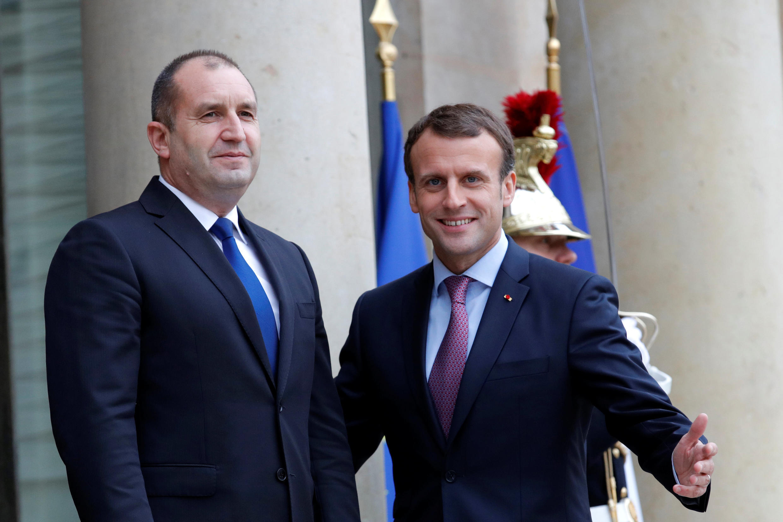 Ảnh minh họa : Tổng thống Bulgari Rumen Radev (T) cùng tổng thống Pháp Emmanuel Macron tại điện Élysée, ngày 04/12/2017.