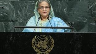 شیخ حسینه، نخست وزیر بنگلادش هنگام سخنرانی در مجمع عمومی سازمان ملل.