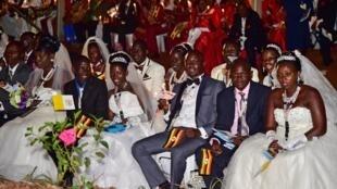 De jeunes mariés ougandais à Kampala, en 2015.