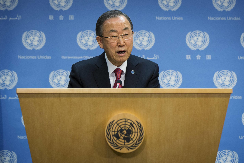 Le secrétaire général des Nations unies, Ban Ki-moon, lors de la conférence de presse consacrée à la Syrie, le 25 novembre 2013.