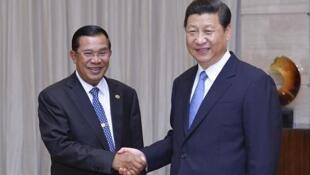 中國國家主席習近平與柬埔寨總理洪森在博鰲會面資料照片