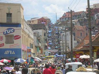 Antananarivo. Ville basse. Ville haute.