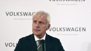 Matthias Müller, le nouveau patron de Volkswagen, lors d'une conférence de presse, le 25 septembre 2015.
