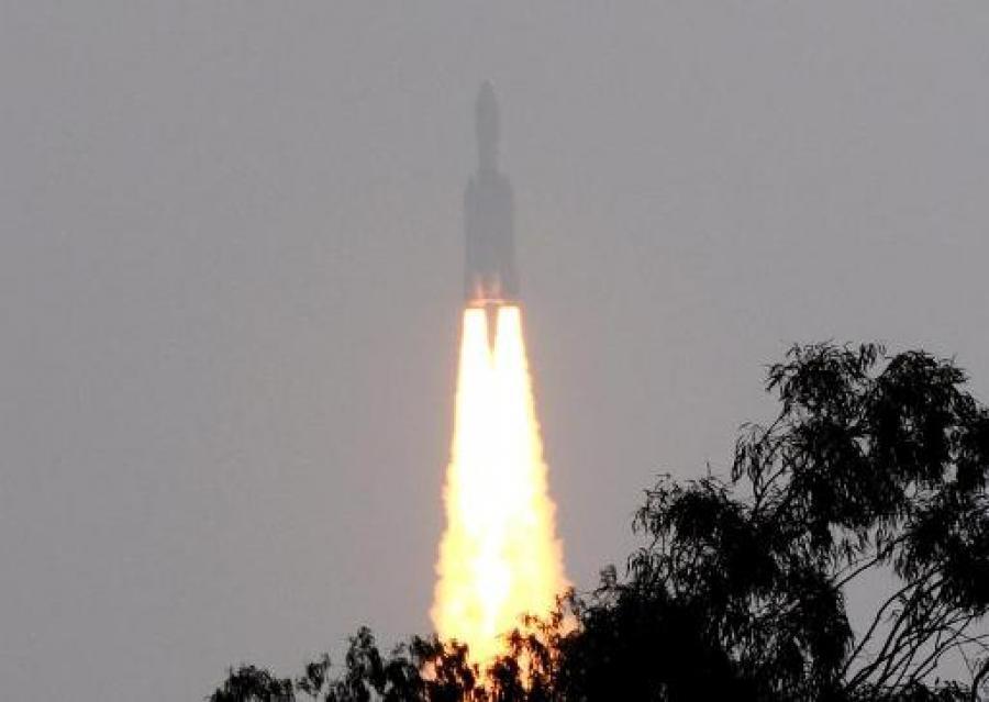 យានអាវកាសGeostationary Satellite Launch Vehicle Mk-III របស់ឥណ្ឌា ដែលបានបាញ់ចេញនៅថ្ងៃទី១៨ ធ្នូ ២០១៤ ជាប្រភេទយានធុនធ្ងន់ ដឹកផ្កាយរណប