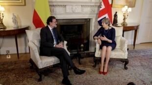 Mariano Rajoy se encontrou com Theresa May em Londres, em 5 de dezembro de 2017