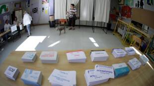 На избирательном участке в Ницце, 11 июня 2017.