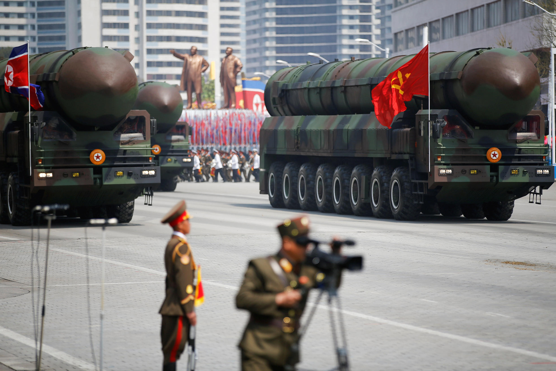 Межконтинентальные баллистические ракеты на военном параде в Пхеньяне по случаю 105-летия со дня рождения Ким Ир Сена, 15 апреля 2017 г.