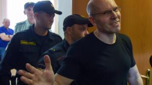 Ông Igor Roudnikov, tổng biên tập tờ Novyé Koliossa ở Kaliningrad, được tòa án Saint-Petersbourg trả tự do ngay tại tòa ngày 17/06/2019.