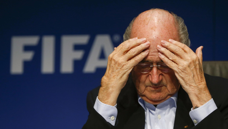 Hồ sơ trao quyền đăng cai Cúp thế giới 2018 và 2022 khiến ông Joseph Blatter Chủ tịch FIFA đau đầu