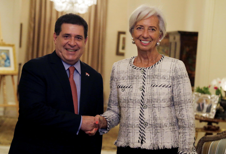O presidente do Paraguai, Horacio Cartes, ao lado da diretora-geral do FMI, Christine Lagarde.