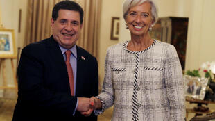 O presidente do Paraguai, Horacio Cartes, ao lado da diretora-geral do FMI, Christine Lagarde.