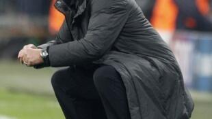 José Mourinho, técnico do Real Madri, grita instruções aos jogadores durante a derrota para o Bayern de Munique nesta terça-feira.