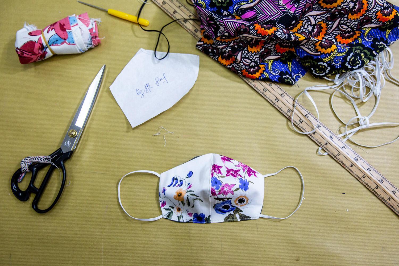 Защитная маска домашнего производства.