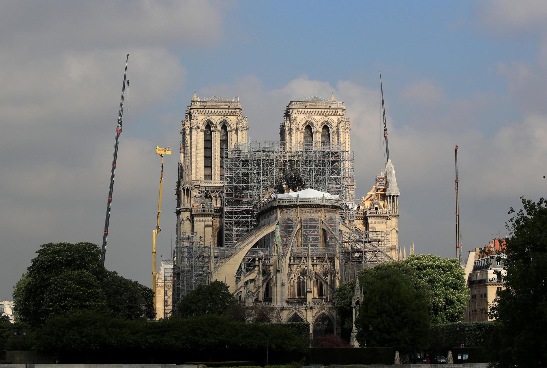 Missa será celebrada em uma capela da Catedral de Notre-Dame que não foi atingida pelo incêndio no último 15 de abril.