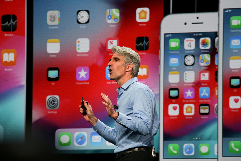លោក Craig Federighi អគ្គនាយករងApple និយាយនៅ the Apple Worldwide Developer Conference (WWDC) ក្រុង San Jose រដ្ឋកាលីហ្វ័រញ៉ា ថ្ងៃទី៤មិថុនា ២០១៨