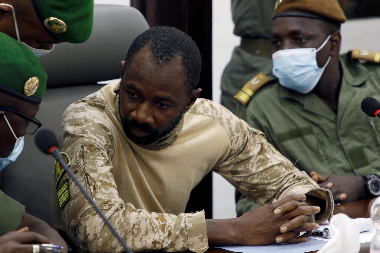 Le colonel Assimi Goïta, chef de la junte au pouvoir au Mali, lors de la réunion avec la Cédéao. Le 22 août 2020 à Bamako